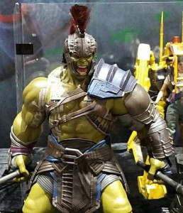 Close-Up-of-Hot-Toys-Gladiator-Hulk-Figure-SDCC-2017