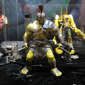 Hot-Toys-Gladiator-Hulk-Figure-SDCC-2017-640x640