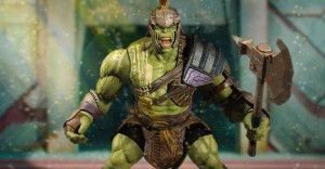 Mezco-SDCC-2017-Thor-Ragnarok-Gladiator-Hulk-One12-Collective-1-928x483
